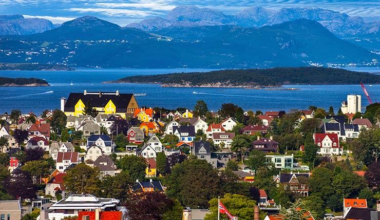 single kvinner i fjord